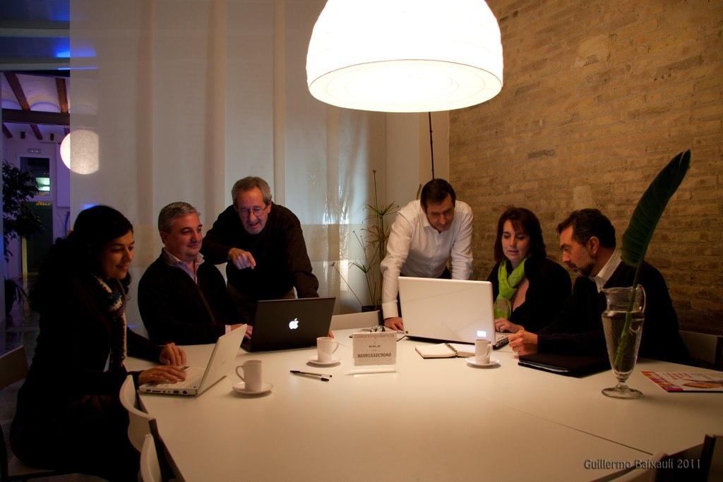 Trabajando en equipo en CoworkingValencia