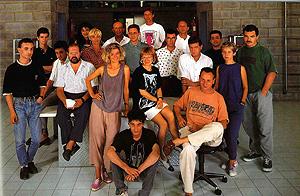 Fotografía de 1988, con los diseñadores que integraron el colectivo 'La Nave'. (Foto: Revista Ardi)