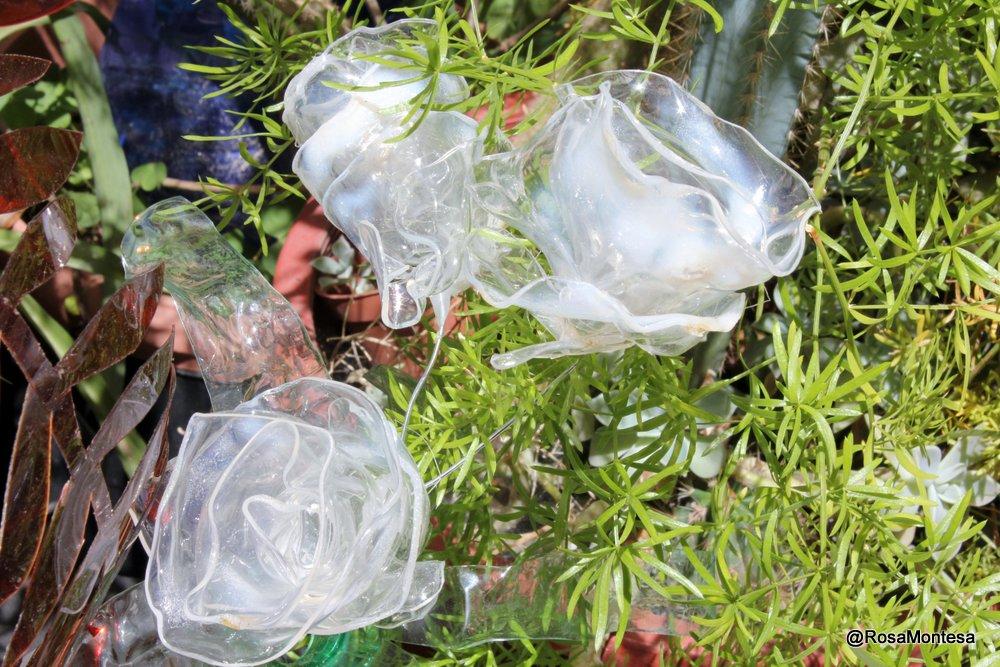 Exposición en Coworking Valencia de reciclado de botellas de plástico